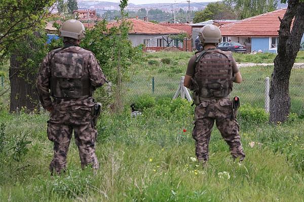2019/05/silahla-intihara-kalkisti-firarisi-8-saatte-ikna-edildi-d7248be1ac35-3.jpg