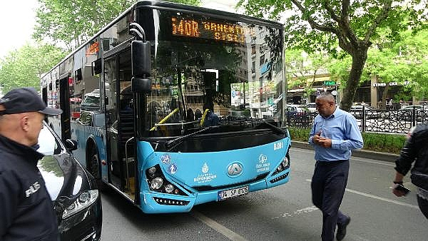 2019/05/sislide-taksiye-carpan-otobusteki-yolcu-yaralandi-72b1ec6c7e29-9.jpg