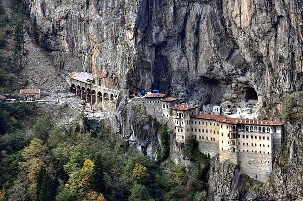 2019/05/sumela-manastiri-4-yillik-restorasyon-sonrasi-ziyarete-aciliyor-872e25be7ea5-1.jpg