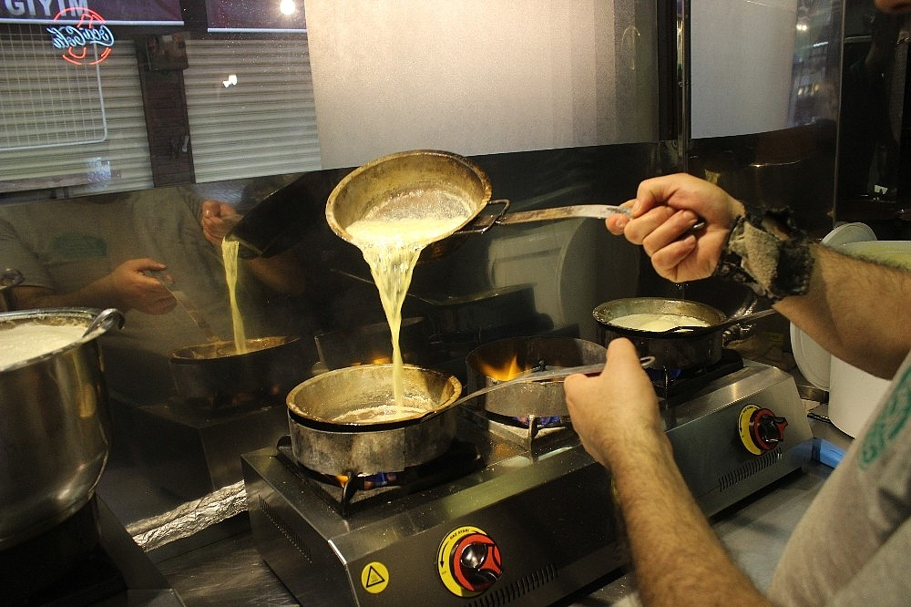 2019/05/tarihi-lezzetle-iftar-acmak-isteyen-binlerce-kisi-oraya-akin-ediyor---bursa-haberleri-20190516AW70-1.jpg
