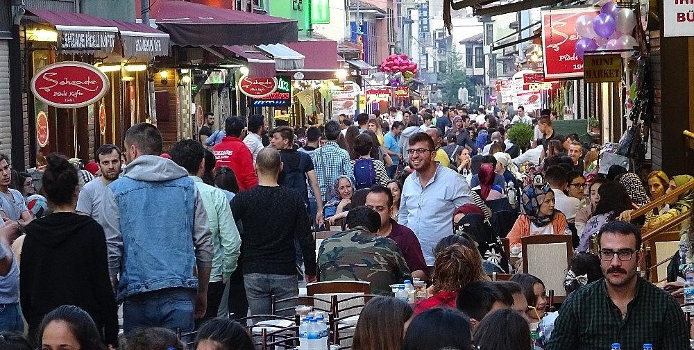 2019/05/tarihi-lezzetle-iftar-acmak-isteyen-binlerce-kisi-oraya-akin-ediyor---bursa-haberleri-20190516AW70-12.jpg