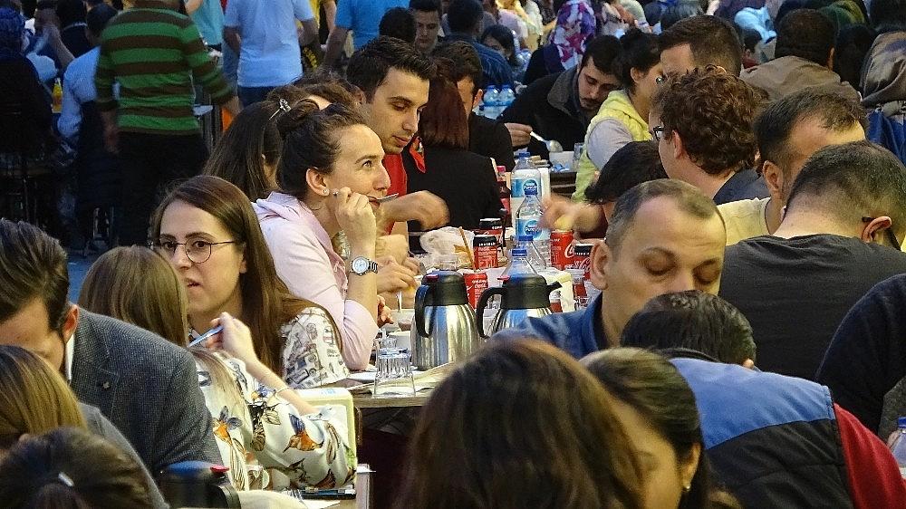 2019/05/tarihi-lezzetle-iftar-acmak-isteyen-binlerce-kisi-oraya-akin-ediyor---bursa-haberleri-20190516AW70-19.jpg