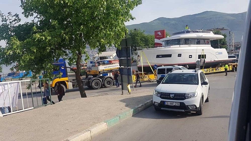 2019/05/tekneyi-karadan-yuruttuler---bursa-haberleri-20190515AW70-1.jpg