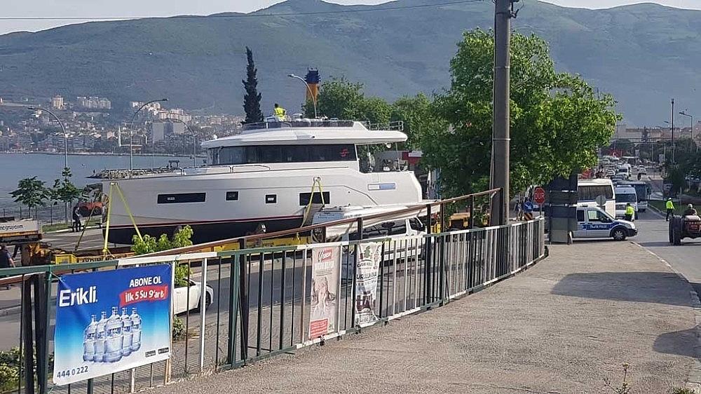 2019/05/tekneyi-karadan-yuruttuler---bursa-haberleri-20190515AW70-3.jpg