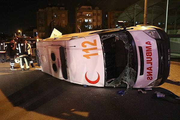 2019/06/ambulans-ile-otomobil-carpisti7-yarali-be592b91476f-8.jpg