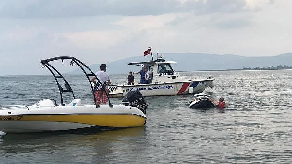 2019/06/batmak-uzere-olana-jet-skiden-atlayan-2-kisi-kurtarildi---bursa-haberleri-4d32fc955e8c-1.jpg