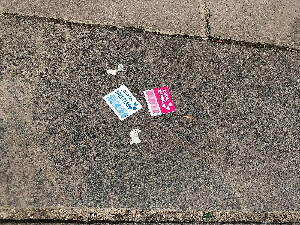 2019/06/cinsel-icerikli-kartlari-sokaklara-atarken-yakalandi-savunmasi-pes-dedirtti-20190613AW72-2.jpg