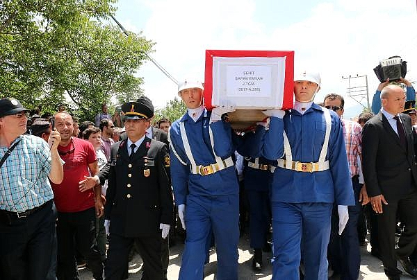 2019/06/sehit-jandarma-tegmen-evran-topraga-verildi-3b19e5d59928-11.jpg