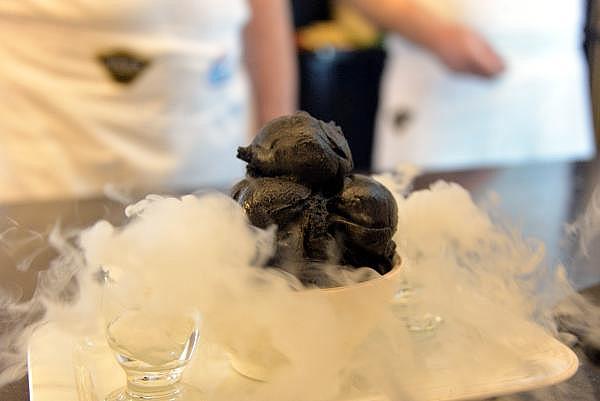 2019/06/siyah-maras-dondurmasi-urettiler-a4d2f97697c7-10.jpg