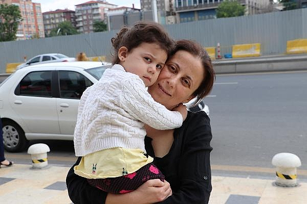 2019/06/yumurtalik-kanserini-yendi-anne-oldu-402749e7e958-5.jpg