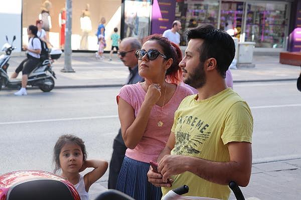 2019/07/arilar-kentin-en-islek-yerlerinden-birindeki-agaca-ogul-verdi-288391c12411-4.jpg