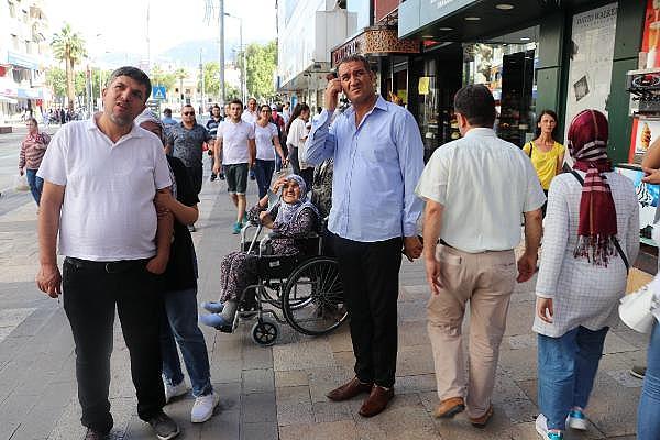 2019/07/arilar-kentin-en-islek-yerlerinden-birindeki-agaca-ogul-verdi-288391c12411-8.jpg