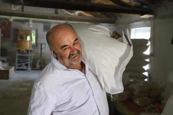 2019/07/ata-tohumlarinin-bugdayindan-ekmek-yapip-internetten-satiyor---bursa-haberleri-ba9d2c000a60-3.jpg