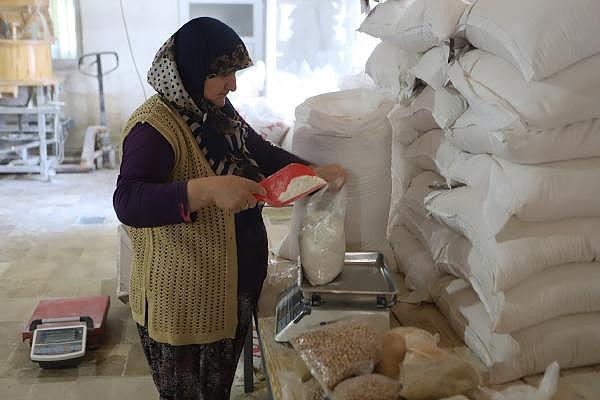 2019/07/ata-tohumlarinin-bugdayindan-ekmek-yapip-internetten-satiyor---bursa-haberleri-ba9d2c000a60-5.jpg