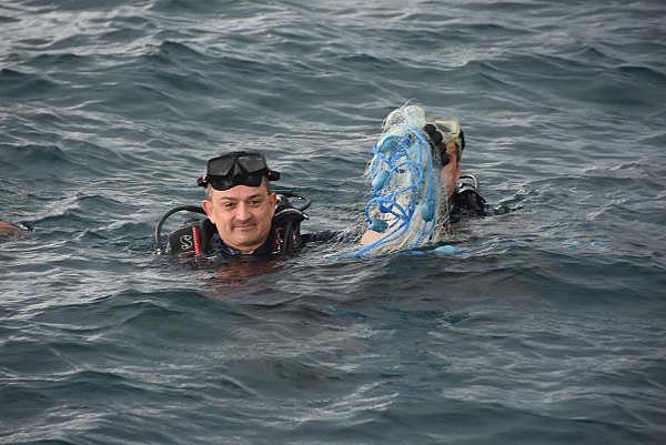 2019/07/bakan-pakdemirli-denizlerdeki-kirlilige-dikkat-cekmek-icin-dalis-yapti-1f102856e0bf-12.jpg