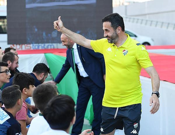 2019/07/bursaspor-yeni-sezon-formalarini-tanitti---bursa-haberleri-a82bd9d13f43-12.jpg
