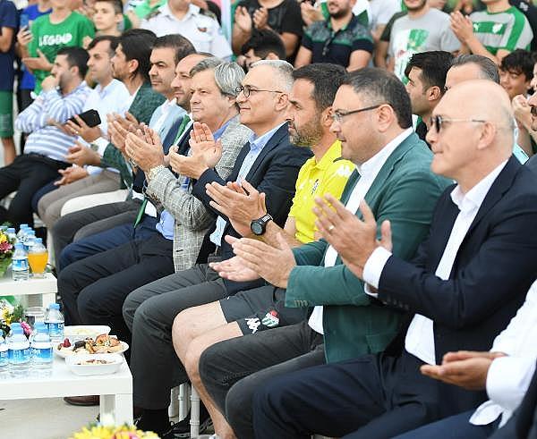 2019/07/bursaspor-yeni-sezon-formalarini-tanitti---bursa-haberleri-a82bd9d13f43-13.jpg