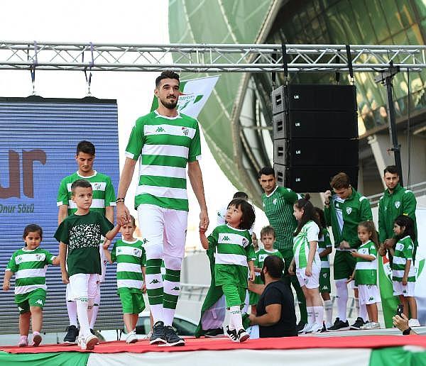 2019/07/bursaspor-yeni-sezon-formalarini-tanitti---bursa-haberleri-a82bd9d13f43-6.jpg