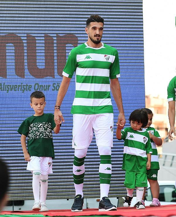 2019/07/bursaspor-yeni-sezon-formalarini-tanitti---bursa-haberleri-a82bd9d13f43-8.jpg