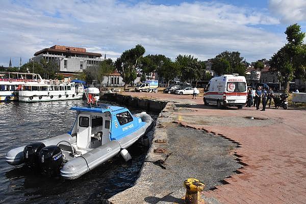 2019/07/halicte-denize-atlayan-kizi-arkasindan-atlayan-genc-kurtardi-f1182e87a7f2-1.jpg