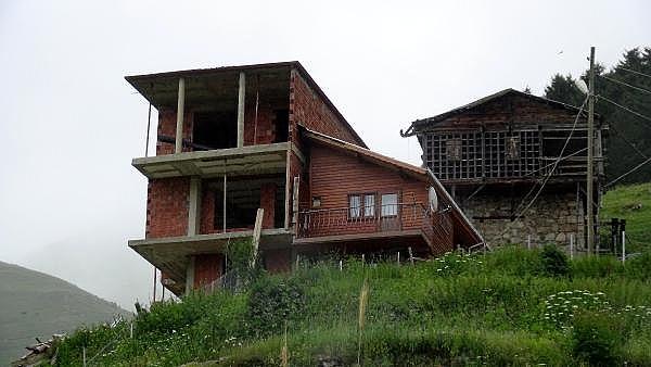 2019/07/rizeli-kardeslerin-karadeniz-inadi-baba-evini-motorlu-testere-bolduler-1f8f19920497-9.jpg