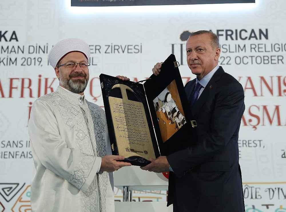 2019/10/cumhurbaskani-erdogan-bize-silah-ambargosu-uygulayanlar-ruandada-eli-kanli-katillere-silah-yardimi-yapti-20191019AW83-7.jpg