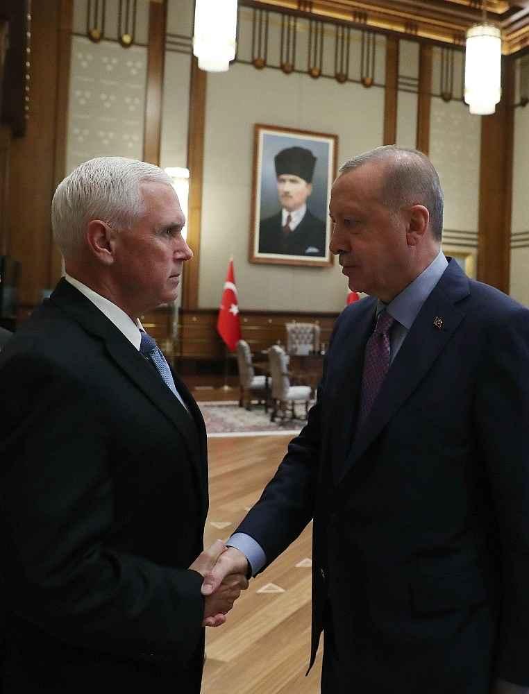 2019/10/cumhurbaskani-erdogan-pencei-kabul-ediyor-20191017AW83-3.jpg