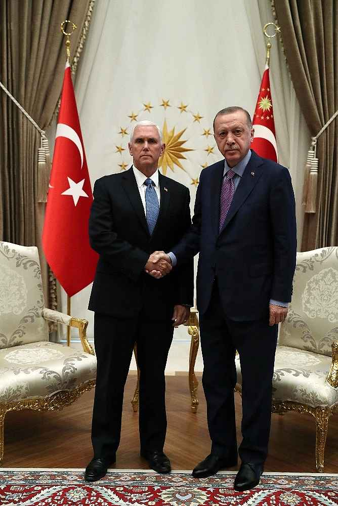 2019/10/cumhurbaskani-erdogan-pencei-kabul-ediyor-20191017AW83-4.jpg
