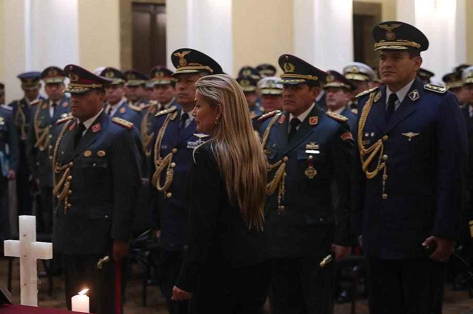 2019/11/bolivyada-moralesi-darbe-tehdidiyle-indiren-isim-gorevden-alindi-20191114AW85-1.jpg