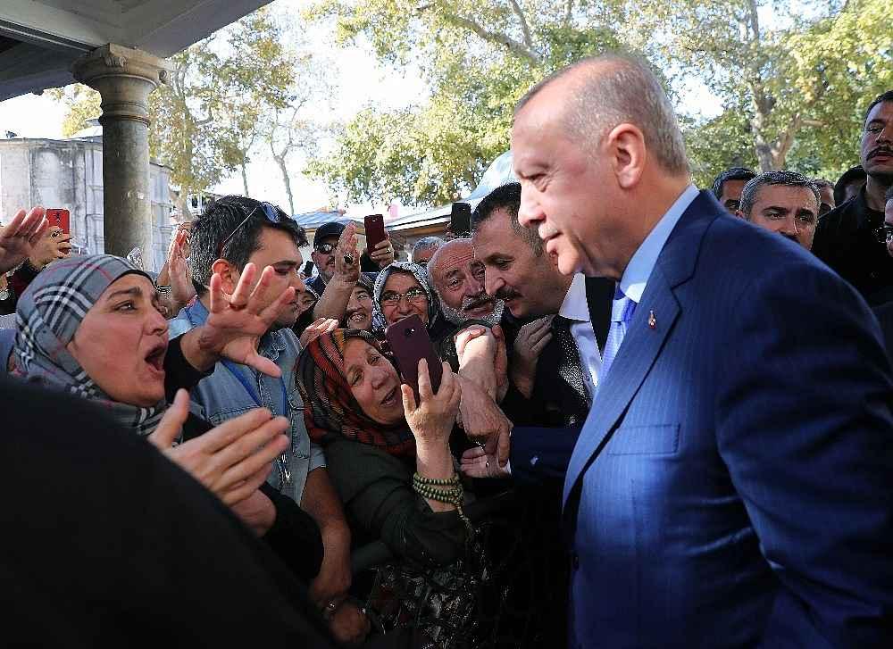 2019/11/cumhurbaskani-erdogan-cuma-namazini-eyupsultan-camiinde-kildi-20191108AW85-3.jpg