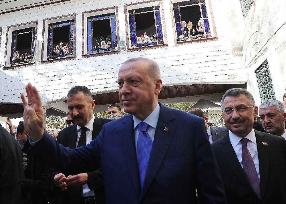 2019/11/cumhurbaskani-erdogan-cuma-namazini-eyupsultan-camiinde-kildi-20191108AW85-4.jpg