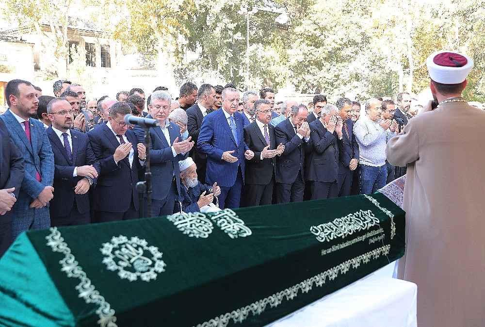 2019/11/cumhurbaskani-erdogan-cuma-namazini-eyupsultan-camiinde-kildi-20191108AW85-5.jpg