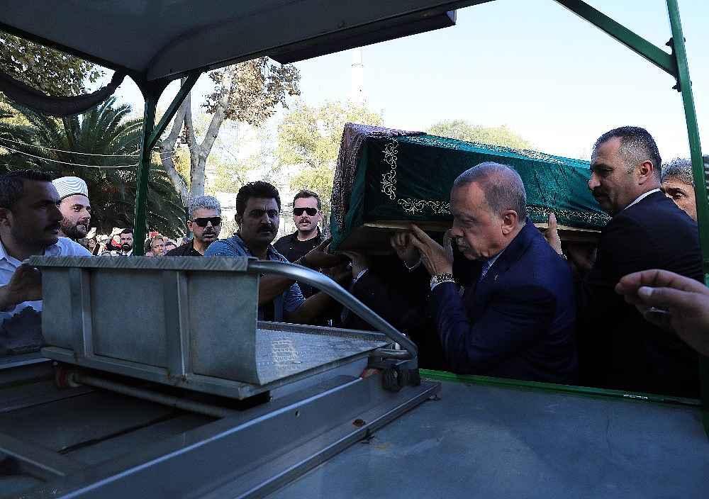 2019/11/cumhurbaskani-erdogan-cuma-namazini-eyupsultan-camiinde-kildi-20191108AW85-6.jpg