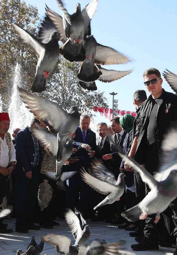 2019/11/cumhurbaskani-erdogan-cuma-namazini-eyupsultan-camiinde-kildi-20191108AW85-8.jpg