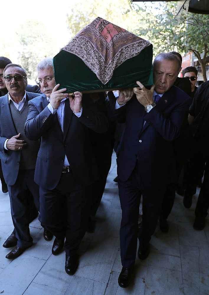 2019/11/cumhurbaskani-erdogan-cuma-namazini-eyupsultan-camiinde-kildi-20191108AW85-9.jpg