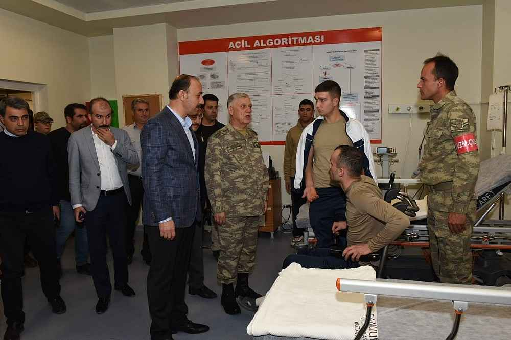 2019/11/kara-kuvvetleri-komutani-dundar-patlamada-yaralanan-askerleri-ziyaret-etti-20191114AW85-1.jpg