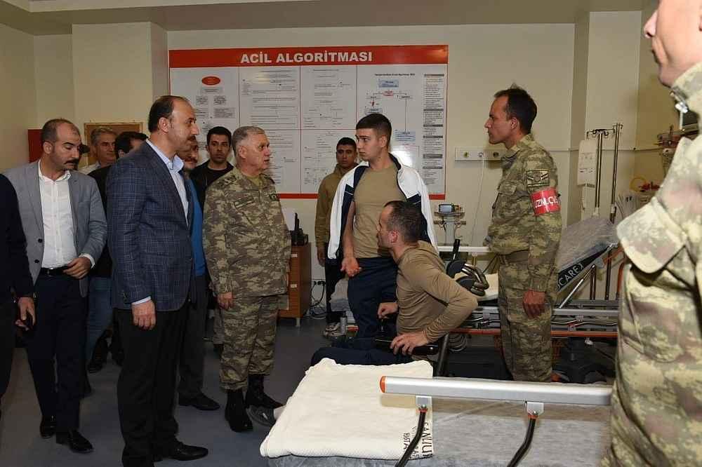 2019/11/kara-kuvvetleri-komutani-dundar-patlamada-yaralanan-askerleri-ziyaret-etti-20191114AW85-2.jpg