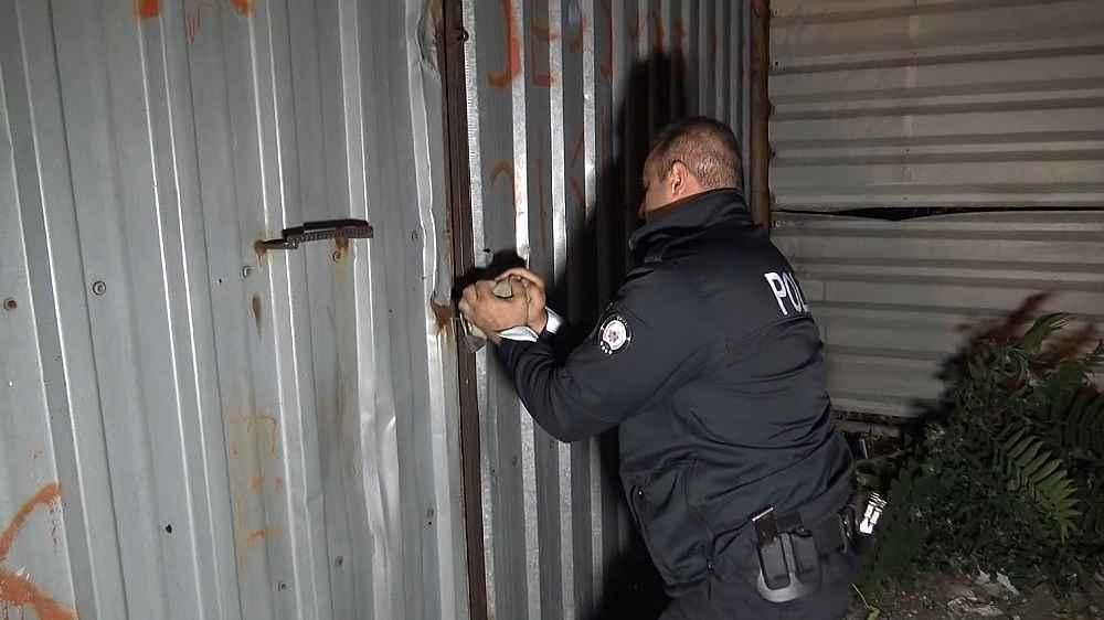 2019/11/once-polisten-kactilar-daha-sonra-ates-acarak-1-polisi-yaraladilar---bursa-haberleri-20191108AW84-6.jpg