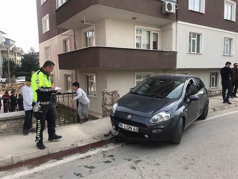2019/11/otomobil-kaldirimda-yuruyen-yayaya-carpti---bursa-haberleri-20191118AW85-4.jpg
