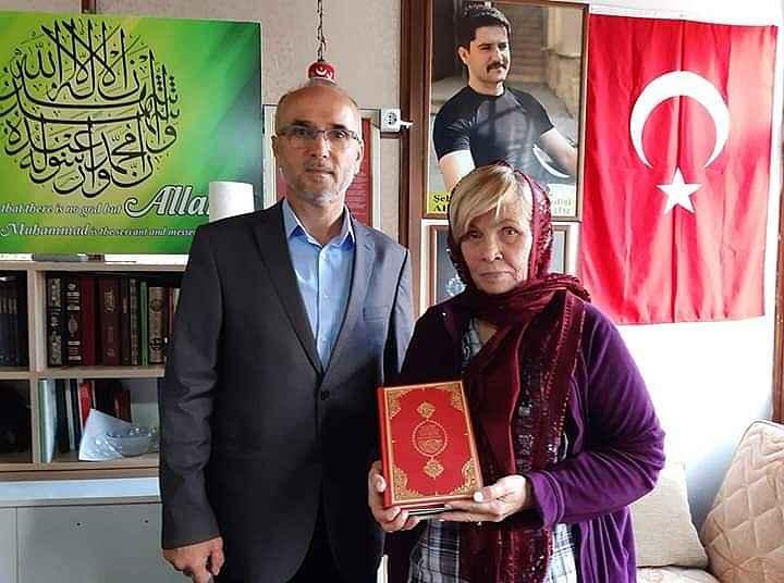 2019/11/sehidin-babasindan-etkilenen-alman-turist-islami-secti-20191110AW85-1.jpg