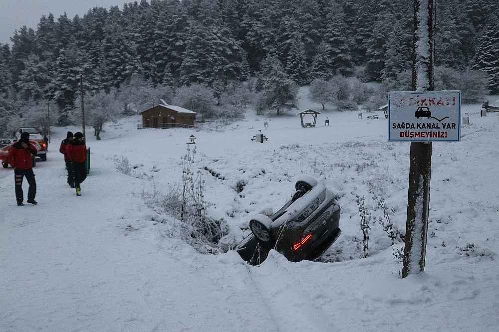 2019/12/abant-tabiat-parkinda-kontrolden-cikan-otomobil-kanala-uctu-20191204AW87-1.jpg