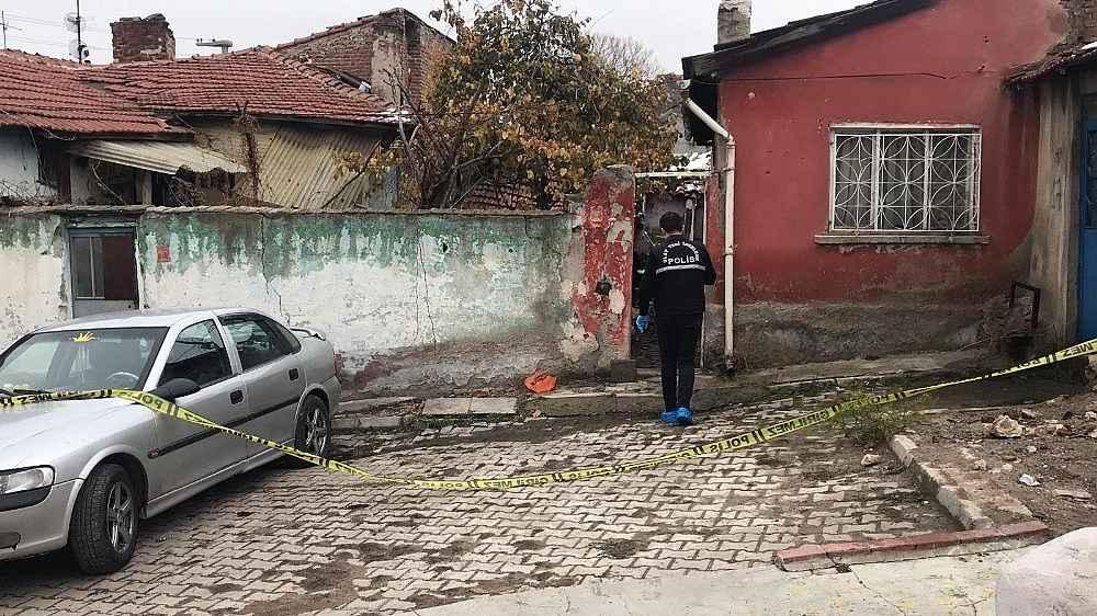 2019/12/alacagi-olan-kadini-gogsunden-bicaklayip-intihara-kalkisti-20191209AW87-3.jpg