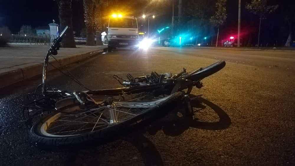 2019/12/izmirde-feci-kaza-bisiklet-surucusu-metrelerce-suruklendi-20191204AW87-1.jpg