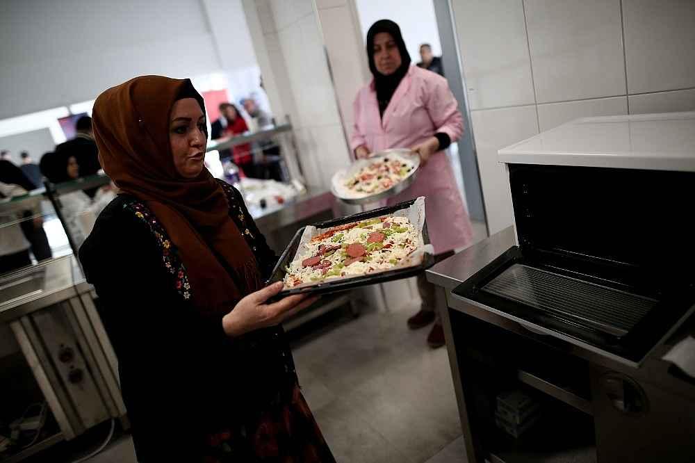 2020/01/gorme-engelliler-pizza-yaparak-hunerlerini-sergiledi---bursa-haberleri-20200114AW90-4.jpg