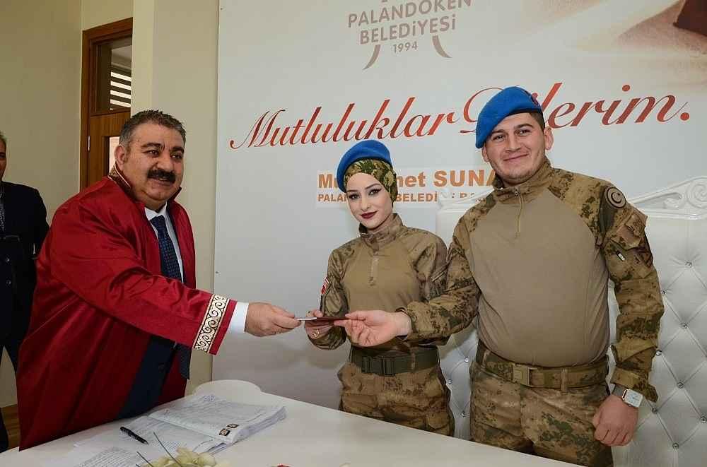 2020/02/askeri-uniformayi-giydiler-mutluluga-evet-dediler-20200214AW93-2.jpg