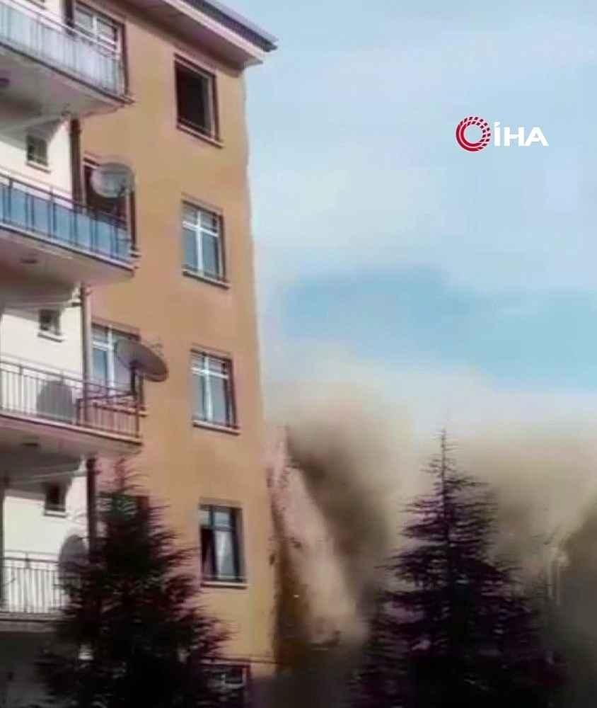 2020/02/bugunku-depremde-hasarli-bina-coktu-faciadan-donuldu-20200217AW93-3.jpg