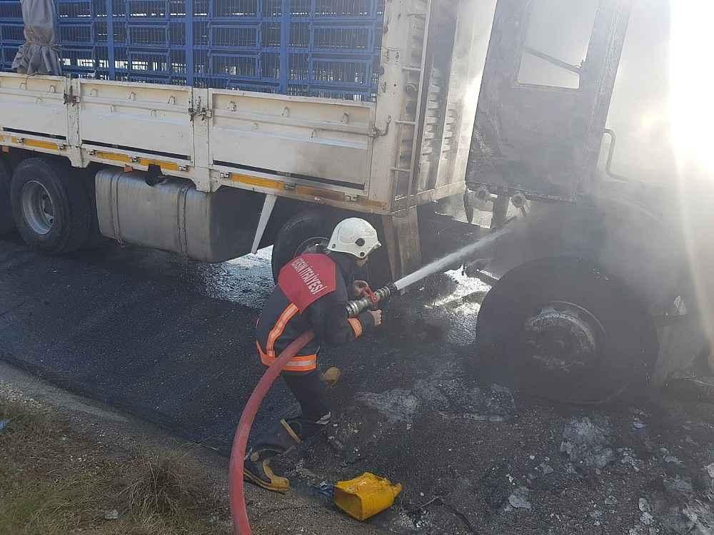 2020/02/tarsusta-temde-seyir-halindeki-kamyon-yandi-20200217AW93-2.jpg