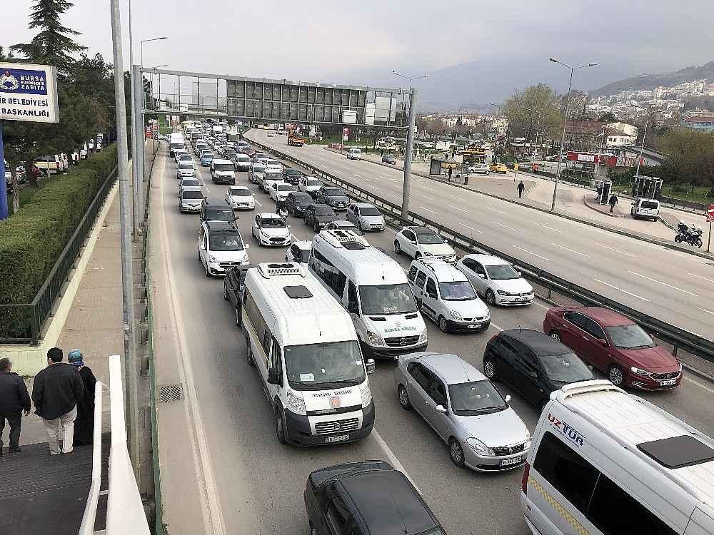 2020/03/evde-kal-cagrisina-uymayanlar-trafigi-kilitledi---bursa-haberleri-20200331AW97-1.jpg