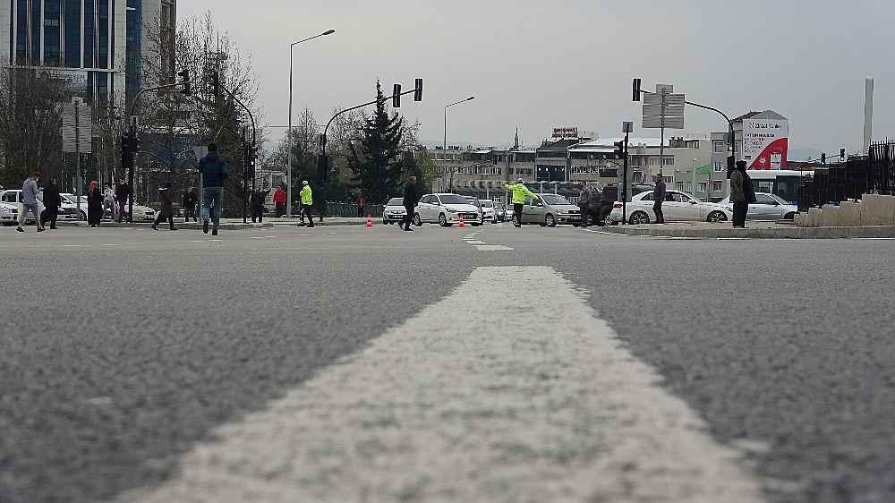 2020/03/evde-kal-cagrisina-uymayanlar-trafigi-kilitledi---bursa-haberleri-20200331AW97-13.jpg