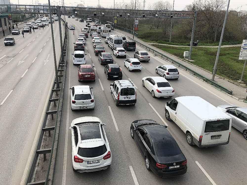 2020/03/evde-kal-cagrisina-uymayanlar-trafigi-kilitledi---bursa-haberleri-20200331AW97-2.jpg
